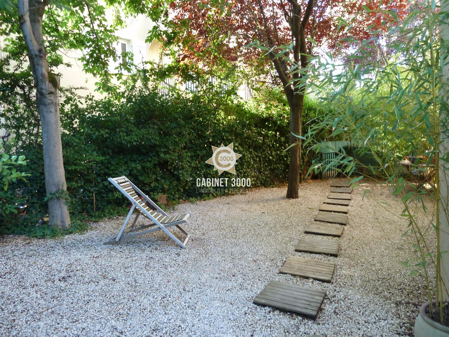 vente m1300 toulon cap brun rez de jardin t2 de 54 m avec jardin 200 m. Black Bedroom Furniture Sets. Home Design Ideas